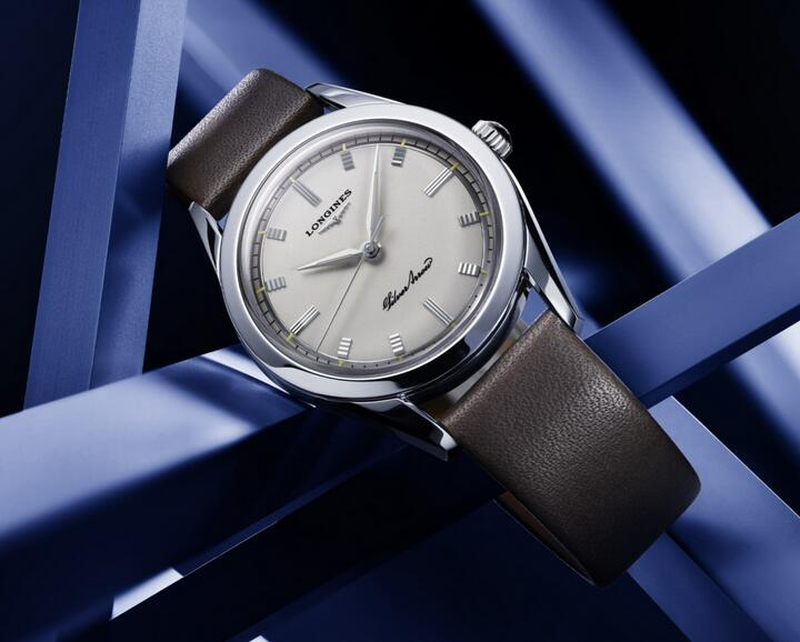 Best fake watches are suitable for modern men with simple design.